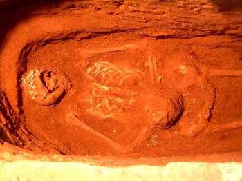 Escavações no interior da capela